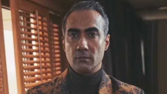 Ranvir Shorey said that he 'barely' exists for awards shows.