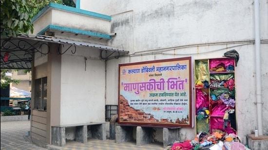 The Wall of Humanity behind Acharya Atre auditorium in Kalyan. (Rishikesh Choudhary/HT)