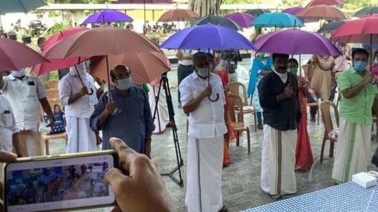 Kerala Gram Panchayat enforcing social distance with the use of umbrellas(Twitter/drthomasisaac)