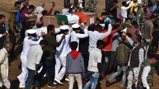 Indian Navy sailor Suraj Kumar Dubey's funeral.(HT PHOTO)