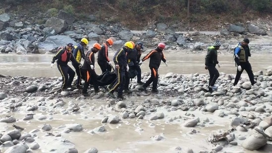 Rescue operations underway at Alaknanda river site(HT Photo )
