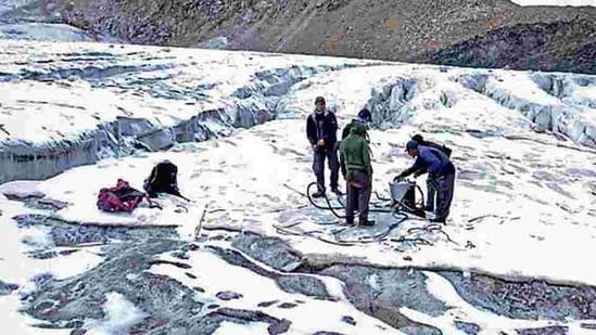 A team of scientists on Nadu glacier in Lahaul and Spiti in Himachal Pradesh.(HT File Photo)