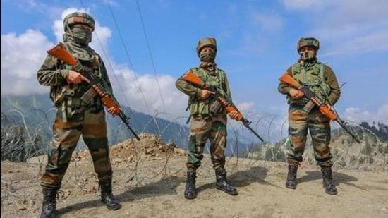 Indian army's women soldiers patrol Sadhna Pass in Kupwara district. (PTI File)