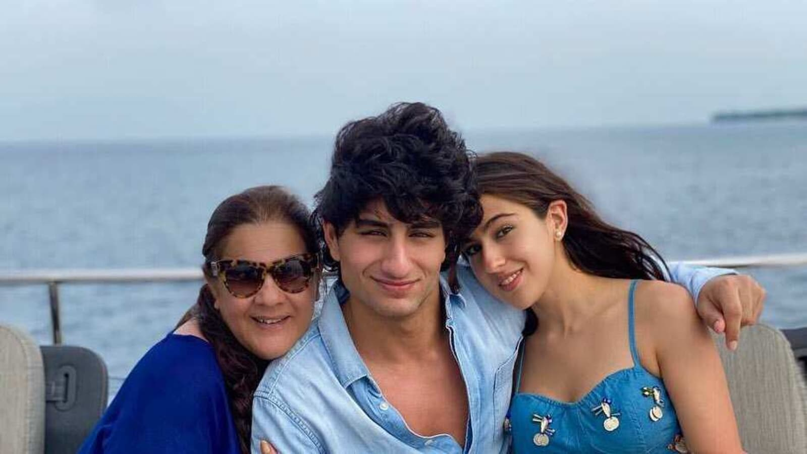 Sara Ali Khan Twins With Mother Amrita Singh Brother Ibrahim In Denim Crop Top Hindustan Times