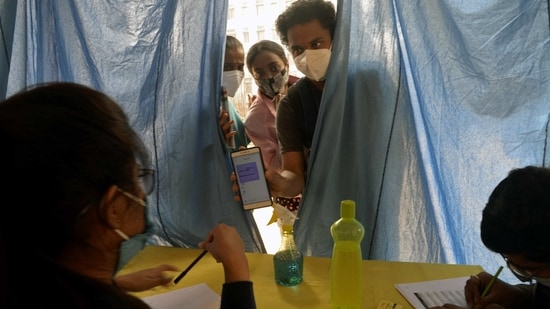 District administrations are now focussing on vaccinating as many health care workers as possible before the February 20 deadline, when the data for the first category of the beneficiaries will be frozen.(ANI file photo)