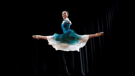Vitoria Bueno, a 16-year-old dancer whose genetic condition left her without arms.(REUTERS)