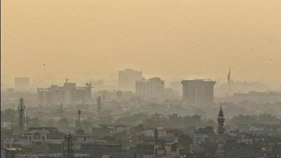 View of a neighbourhood shrouded in fog, in Jaipur, Rajasthan. (File photo)