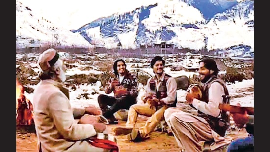 Maachis stood out in the 1990s, a decade when filmmakers began to replace the evil Thakur and flashy gangster with the gun-toting militant.