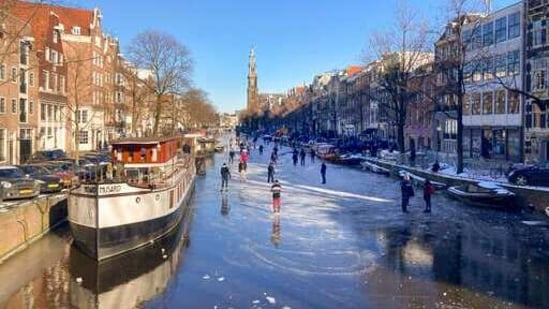Dozens of skaters took to the frozen surface of Amsterdam's historic Prinsengracht canal.(AP)