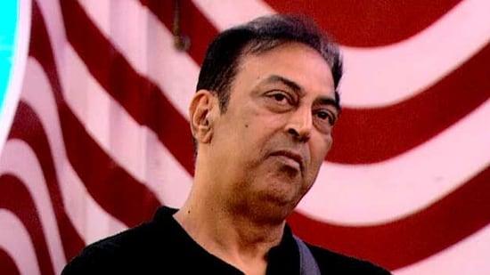 Salman Khan took Vindu Dara Singh to task and told him that Devoleena Bhattacharjee was a better supporter for Rakhi Sawant than him.(Colors)