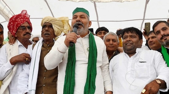 BKU spokesperson Rakesh Tikait during a 'Kisan Mahapanchayat' in support of the ongoing farmers' agitation against Centre's farm reform laws, at Bahadurgarh in Jhajjar district.(PTI)