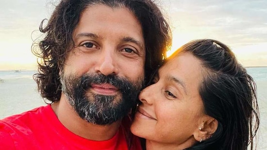 Farhan Akhtar poses in salt-and-pepper look with Shibani Dandekar, fan says he looks like Dumbledore - Hindustan Times