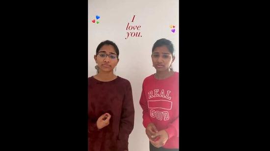 The image shows twin sisters Kiran and Nivi.(Instagram/@kiranandnivi)