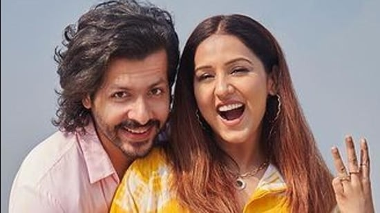 Neeti Mohan and her husband Nihar Pandya are expecting their first child in June. (Photo: Instagram/neetimohan18)