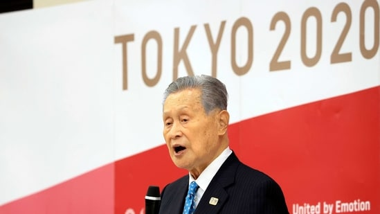 Olympics organizing committee president Yoshiro Mori announces his resignation at a meeting with council and executive board members at the committee headquarters in Tokyo.(AP)