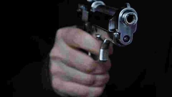 The robbers held the driver and the conductor at gunpoint during the robbery.(Getty Images/iStockphoto)