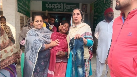 (The family and relatives of the victim, Ravnee at a Sangrur hospital. The gruesome incident occurred near a dump yard for dead animals, locally known as 'hadda rodi'. HT photo)