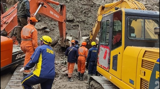 Rescue workers involved in the search operation at the disaster site. (HT photo)
