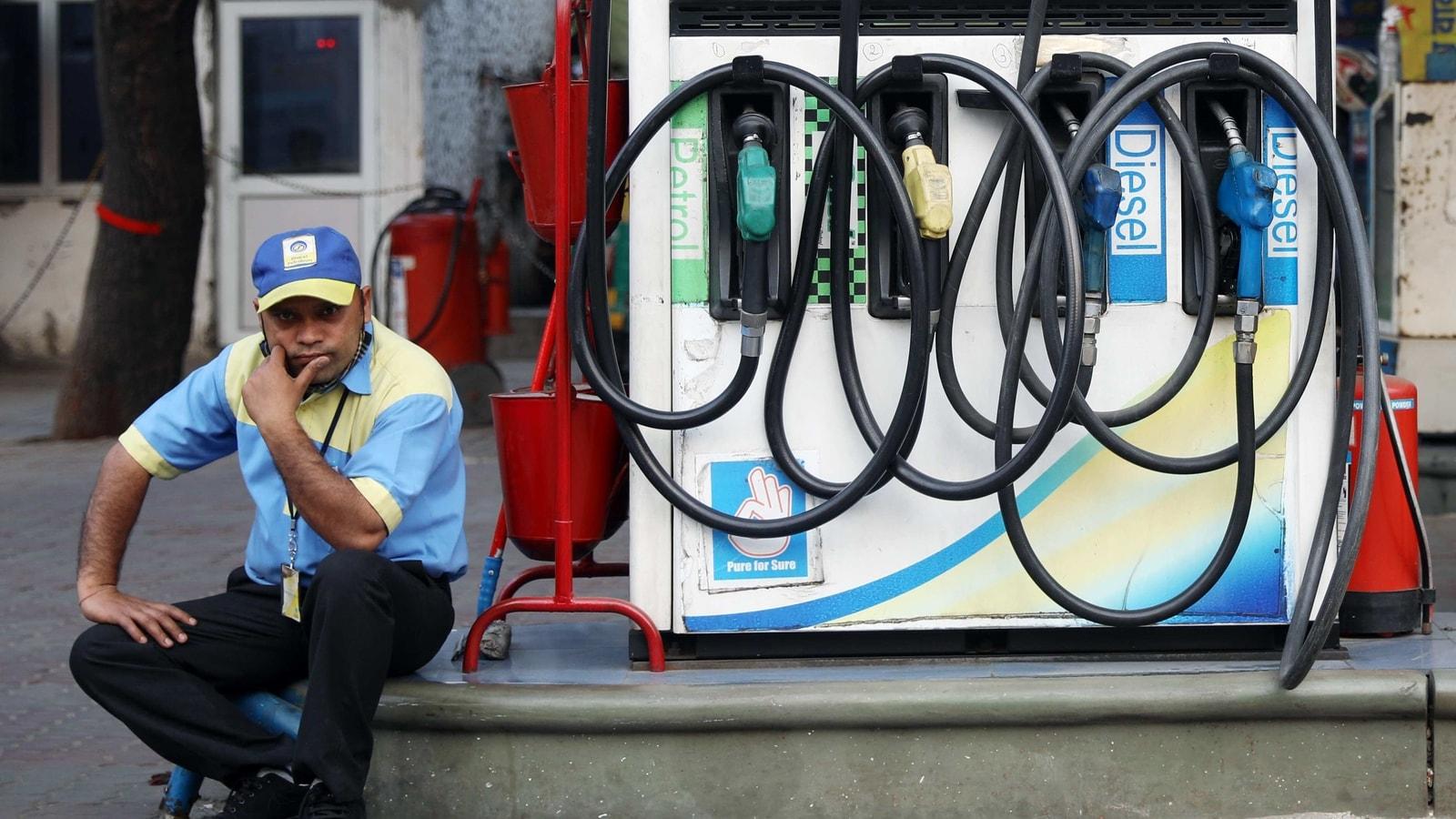 Petrol hits ₹100/L in Rajasthan's Sri Ganganagar, nears ₹90/L in Delhi | Latest News India - Hindustan Times