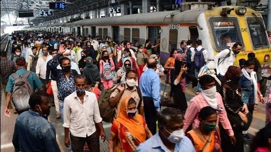 Commuters at CSMT, Mumbai. (HT file)