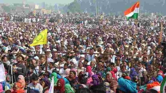 The gathering of farmers at the mahapanchayat at Jind's Kandela village in Haryana on Wednesday. Bhartiya Kisan Union leader Rakesh Tikait, who addressed the meet, will hold a mahapanchayat at Dadri on Sunday. (Manoj Dhaka/HT)