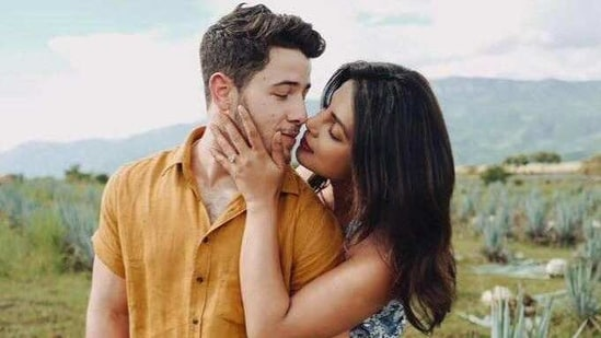 Priyanka Chopra rules out duet with Nick Jonas: 'Not going to expose myself by trying to sing with him' - Hindustan Times