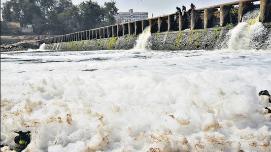 Alandi residents alerted authorities after seeing huge foam formation in the Indrayani river, on Tuesday. (HT PHOTO)