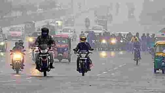 The minimum temperature in the state was 7.4 degrees Celsius at Muzaffarnagar while the maximum temperature at 30.5 degrees Celsius was recorded at Varanasi.(Sunil Ghosh/HT file photo)
