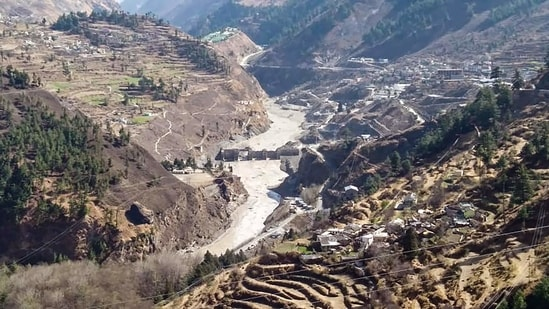 Warning systems failed both at Rishi Ganga and Tapovan Vishnugad hydropower project. The India Meteorological Department doesn't yet have any weather monitoring stations in the higher reaches of the mountains.(PTI)