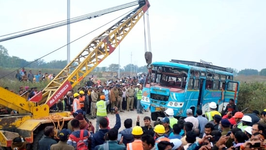 The rescue operations, which were halted late Tuesday night, resumed on Wednesday morning.(PTI Photo) (PTI)