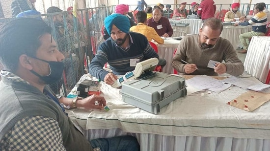 The counting of votes for the 2252 wards in seven municipal corporations in Punjab and 109 municipal councils and nagar panchayats began at 8am on Wednesday.