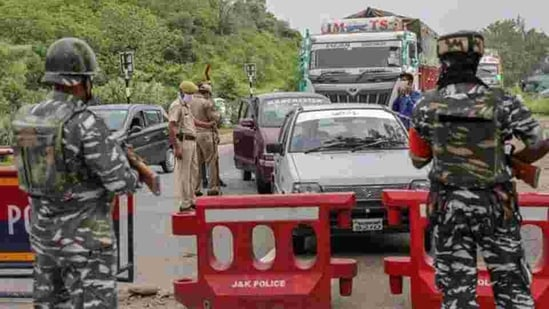 Jammu and Kashmir Police and Central Reserve Police Force (CRPF) personnel check vehicles on the Jammu-Srinagar National Highway in this file photo.(PTI Photo)