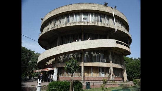 PU has made it mandatory for students to get Covid tests done prior to joining hostels. (HT FILE)