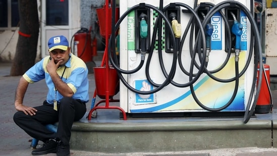 A petrol pump attendant waits for customers as national petrol and diesel prices rise at Bharat Petroleum Fuel Station, in New Delhi on Tuesday.(ANI)
