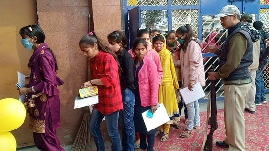 Bihar board conducted mathematics paper in two sittings for more than 16.84 lakh students who took exam at 1,525 exam centres spread over 38 districts of the state.(ANI File)