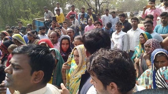 Villagers gather in Unnao to protest after two minor girls were found dead Wednesday evening.(HT PHOTO)