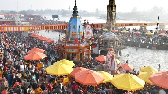 """Hindu devotees gather to take a holy dip in the waters of the river Ganga to mark """"Mauni Amavasya"""" during the ongoing religious Kumbh Mela, or """"festival of the pot"""", amidst the spread of the coronavirus disease (Covid-19), in Haridwar, India, February 11, 2021. (REUTERS)"""
