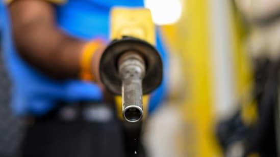 A petrol pump attendant filling fuel into a vechicle in New Delhi. (Amal KS/ Hindustan Times)