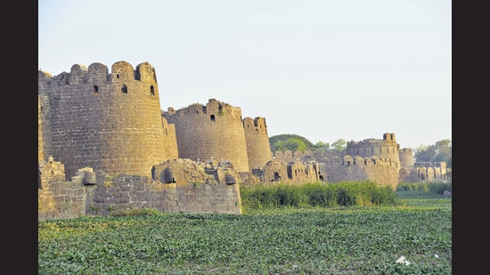 The Gulbarga fort, an elegant example of Islamic architecture, dates back to the Bahmani kings of the 14th century. (Vishwanath Suvarna)
