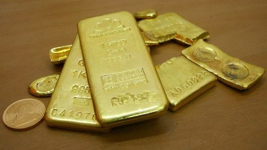 Gold prices slide to lowest in 8 months, silver rates face volatility - Hindustan Times