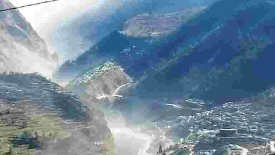 Flash floods hit Uttarakhand's Chamoli district on Feb 7 (AP)