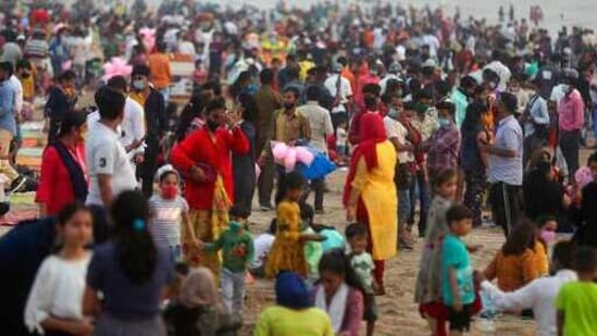 People crowd Juhu beach in Mumbai, India, Friday, Feb. 19, 2021. Health officials have detected a spike in COVID-19 cases in several pockets of Maharashtra state, including in Mumbai, the country's financial capital. (AP Photo/Rafiq Maqbool)(AP)