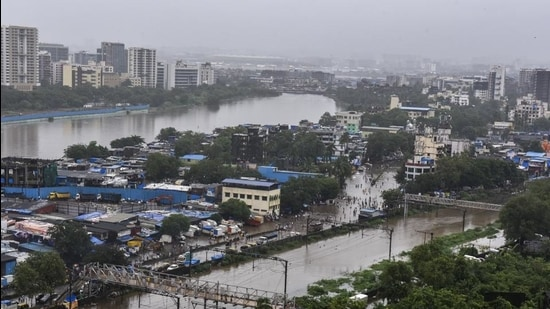 Researchers found that the coastline in the eastern suburbs, including Kurla, Deonar, Shivaji Nagar, Trombay Koliwada and the western section of the Thane creek, was very susceptible to flooding. (Kunal Patil/HT Photo)