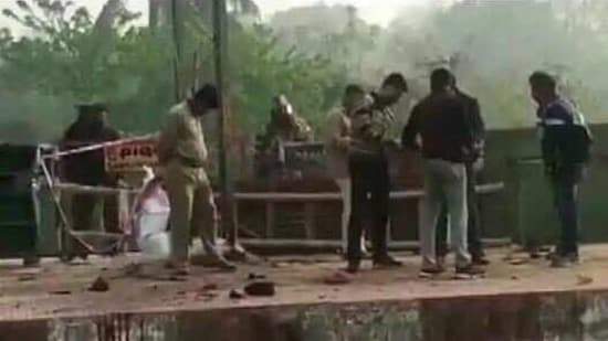 Agencies feel the bomb that exploded at the station on Wednesday could not have been made by local miscreants in Murshidabad.