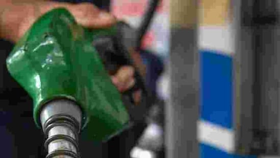 A petrol pump employee pours petrol into a vehicle at a fuel station in Mumbai.(PTI Photo)