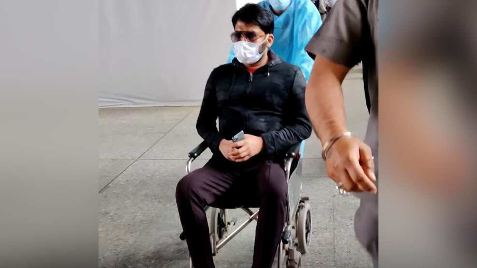 After Kapil Sharma was spotted at Mumbai airport on a wheelchair, Paparazzi gathered  to ask him questions and he lost his cool.