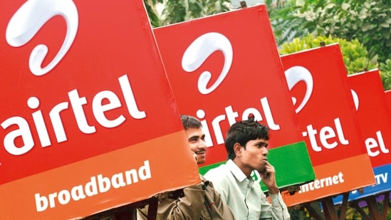 Airtel's fundraising plan comes at a time when the government has set the ball rolling for the upcoming spectrum auction, in which radio waves valued at <span class='webrupee'>₹</span>3.92 lakh crore will be put on the block.(File photo)