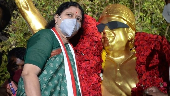 VK Sasikala (L), who in 2017 was expelled from her leadership position in the All India Anna Dravida Munnetra Kazhagam (AIADMK) party and recently released from prison after serving a four-year sentence for corruption, pays homage at the statue of AIADMK party founder M.G. Ramachandran in Chennai on February 9,(AFP)