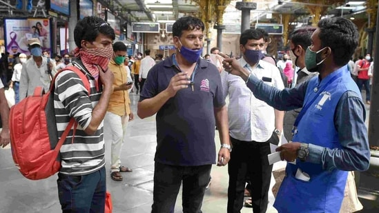 The civic body had fined 16,154 people on Saturday for not wearing masks at public places in the city.(PTI file photo)