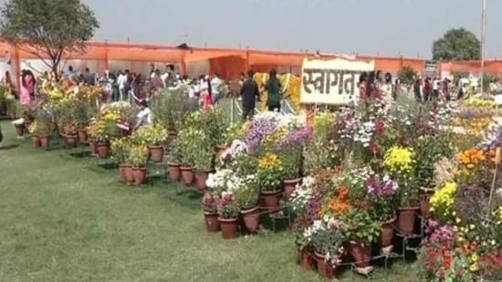 Agra's horticulture department organises flower exhibition, attracts many(ANI)